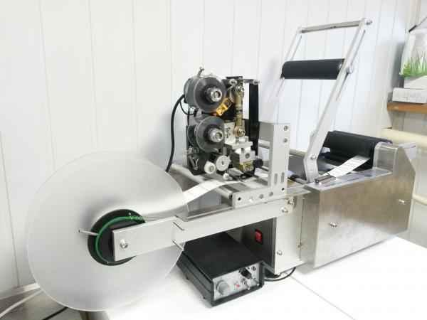 полуавтоматическая этикетировочная машина